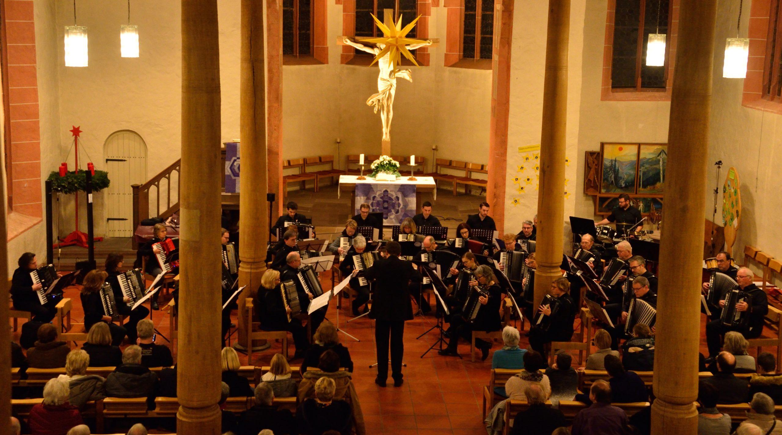 Akkordeonklänge in der evangelischen Kirche Grötzingen